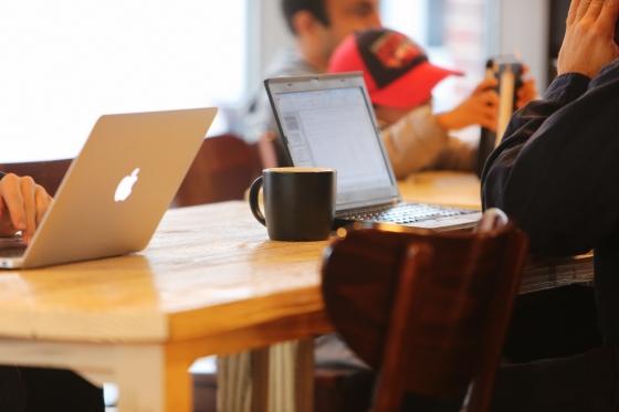 Life-of-Pix-free-stock-photos-coffee-work-computer-table-leeroy